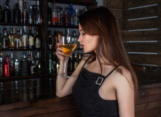 Woman drinking at bar, funny jokes, funny joke of the day